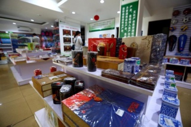 Chinese book store Xhinzhi offers a range of books written in Mandarin Chinese as well as Chinese tea sets, mahjong and calligraphy sets.
